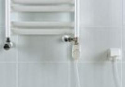 Grzałka elektryczna w grzejniku łazienkowym. Jak ją zamontować?