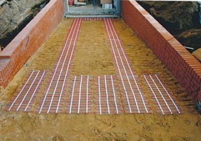 Kable grzejne zastąpią łopatę. Elektryczne odśnieżanie chodników i ogrzewanie rynien