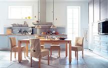 Stół kuchenny - bohater rodzinnych posiłków. Zobacz galerię kuchni ze stylowymi stołami kuchennymi
