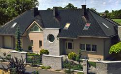 Dachówki ceramiczne a dachówki cementowe. Czym się różnią?