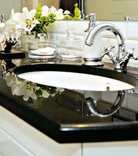 Klasyka w łazience - połączenie bieli i czerni
