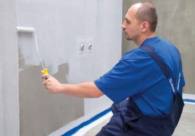 Izolacja przeciwwilgociowa w łazience. Zabezpieczenie ścian i podłogi przed wilgocią