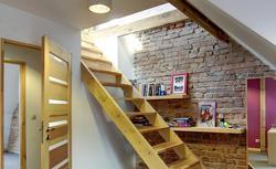 Jak powstają schody drewniane? Najważniejsze etapy montażu schodów