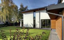 Ciepły i szczelny montaż okien i drzwi. Czym jest ciepły parapet i jak wykorzystać materiały uszczelnieniowe?