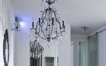 Modne oświetlenie domu: żyrandole, lampy, plafony