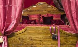 Zdjęcia sypialni - dla kobiet, które nie mogą przekonać męża do czerwonej sypialni